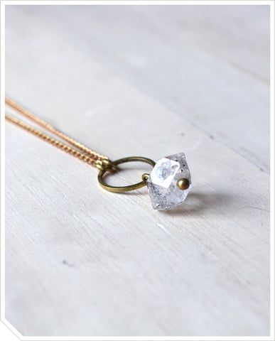 Single Quartz Necklace - Clear