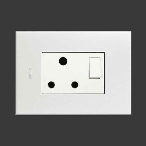 Arteor Single Switched Socket 2 x 4 - White