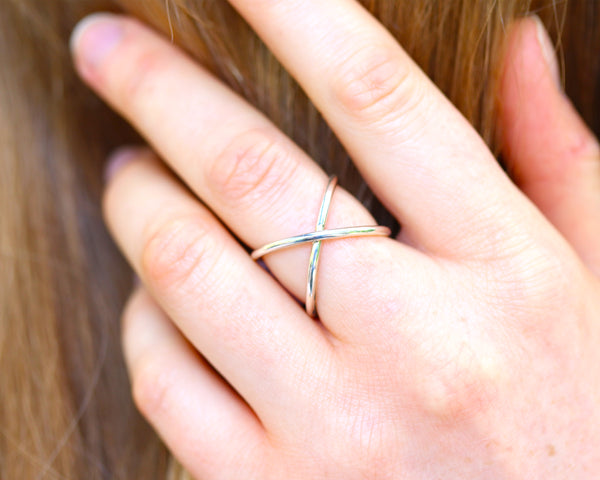 R002 Criss Cross Ring