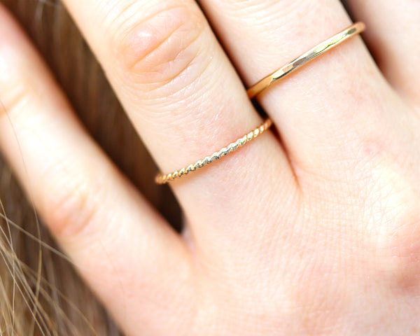 R005 Twisted Stacking Ring