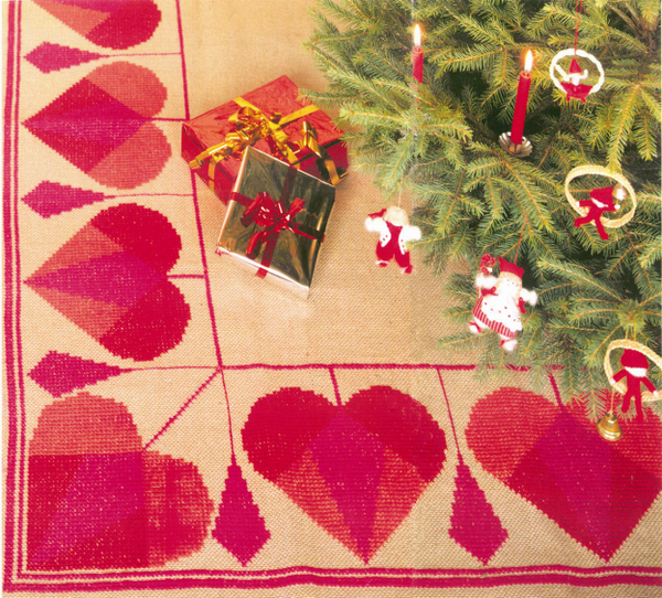Hearts & Globes Tree Skirt