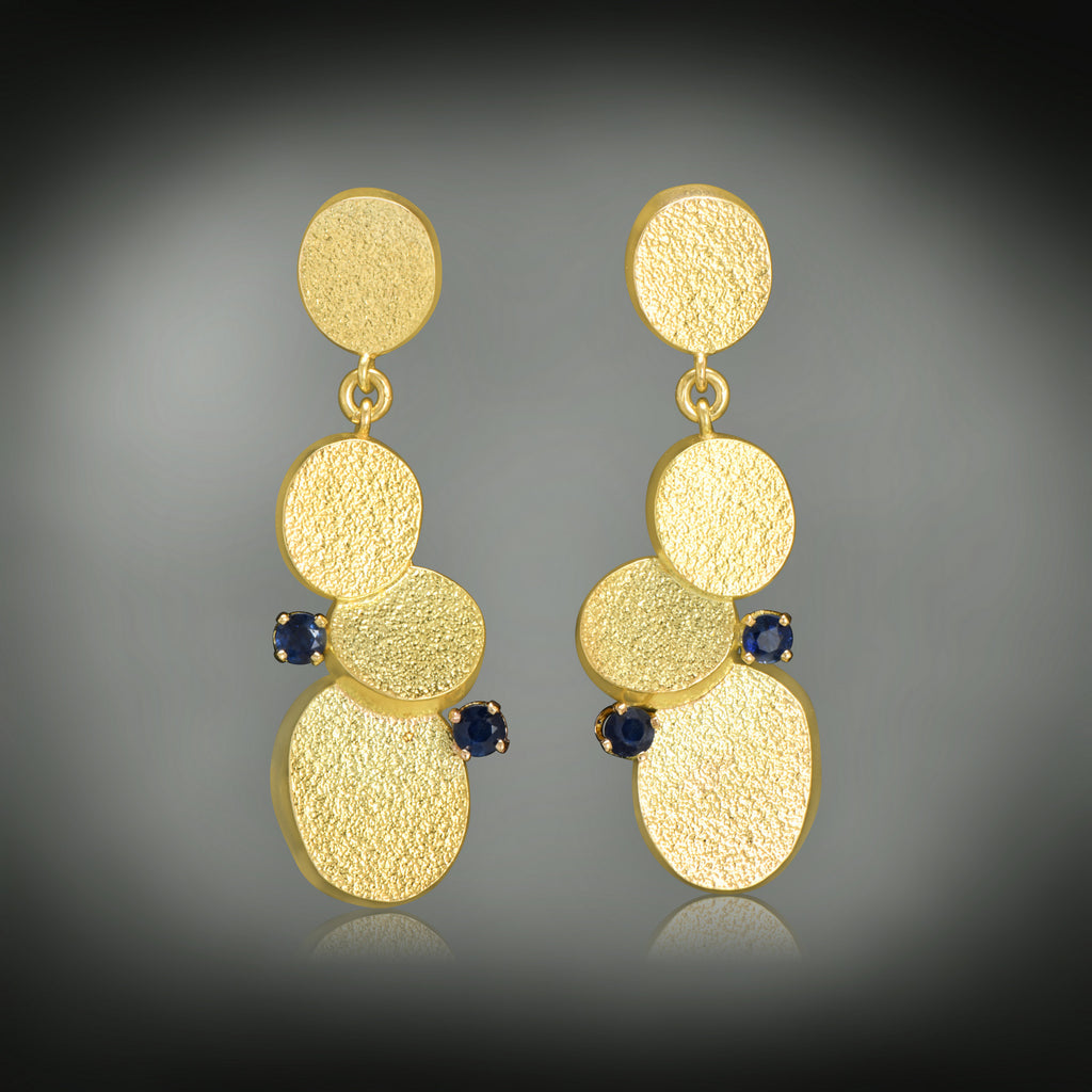 Sabres shape gold earrings
