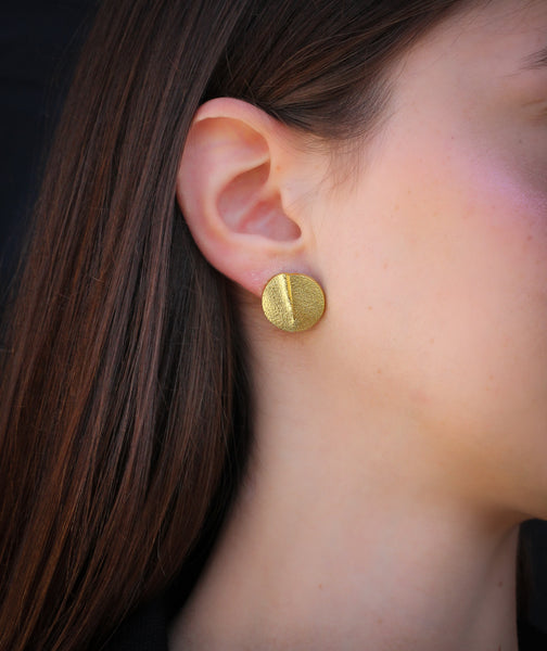 Elgant gold linked earrings