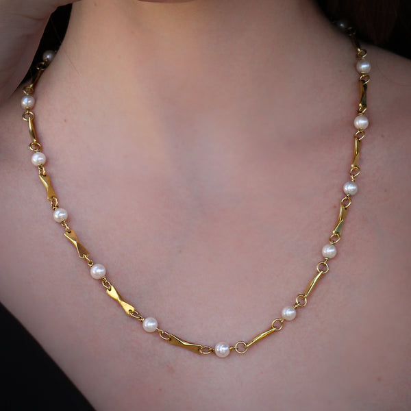 Classic gold & pearls necklace