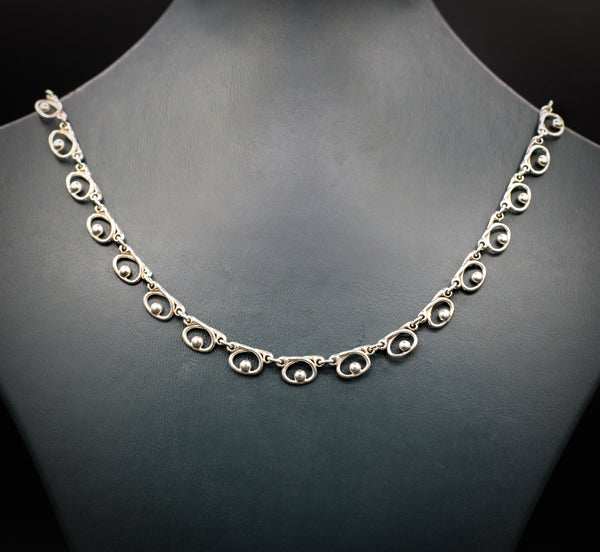 Elegant silver necklace