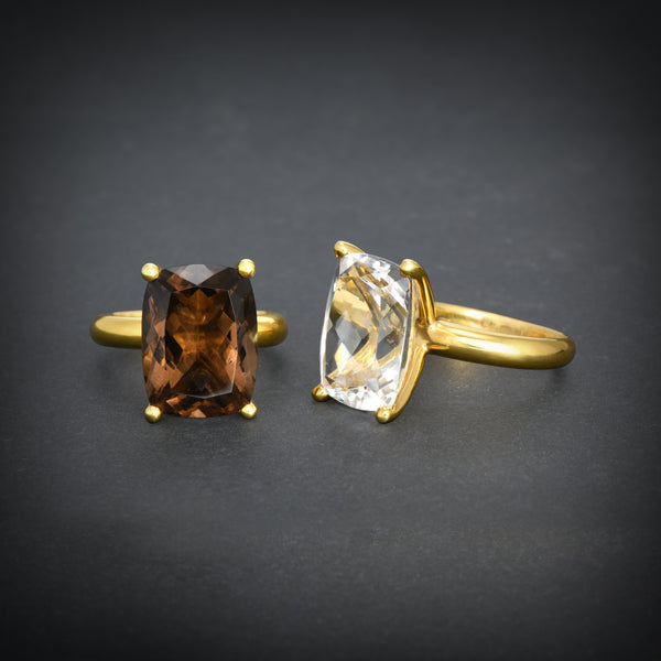 Elegant impressive gold ring with smoke topaz