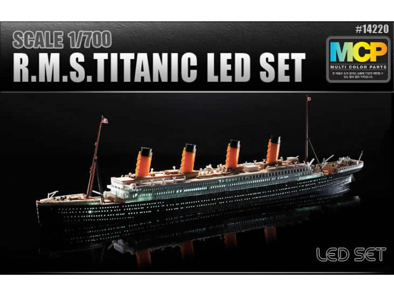 ACA14220 Academy 1/700 RMS Titanic With LED Lighting
