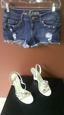 Wall Flower  stretchy distressed blue denim shorts Sz 3, excellent condition