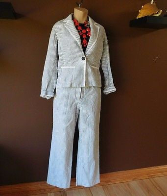 Liz Claiborne gray/white stripped pants suit Sz 6 petite, excellent condition!
