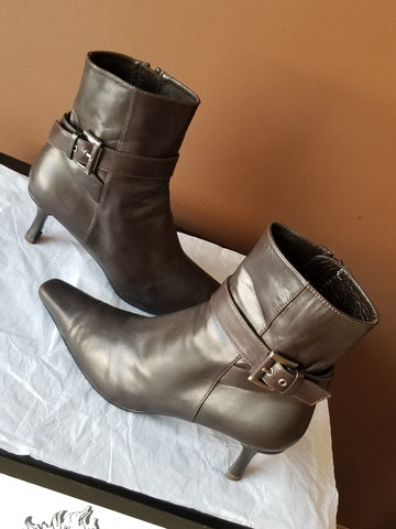 Stuart Weitzman brown trendy quarter boots for Spring, Sz 9.5 M
