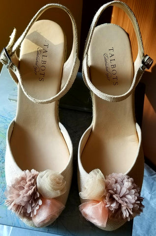 Talbots nude closed toe sandals with roses on the the front, Sz 9 M.