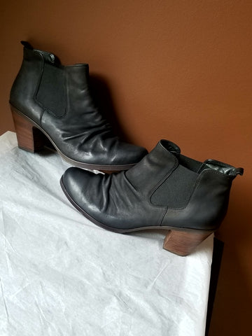 Paul Green Munchen trendy black leather/suede ankle boots, size Aus 7 (USA 8.5)