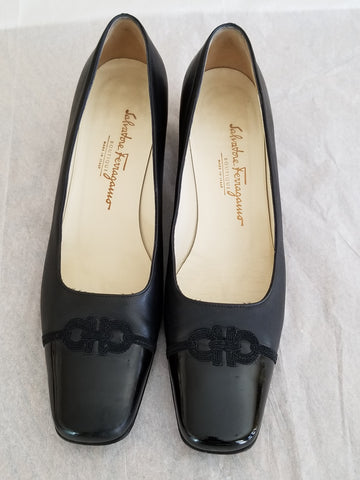 Salvatore Ferragamo Boutique black pumps with emblem, Sz 8 2A, great for work