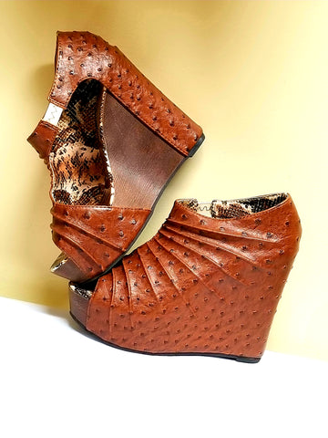 Markers brown fashion wedges, size 7.5 M
