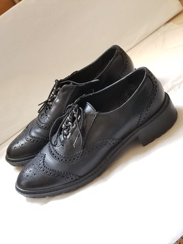 Stuart Weitzman  black oxford shoes, size 7 M