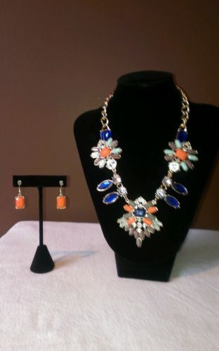 NEW Beautiful hand made  glass/costume jewelry set, necklace and earrings