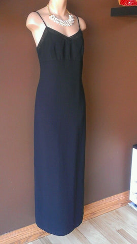 Ann Taylor formal black dress size 10. Great for the Season!