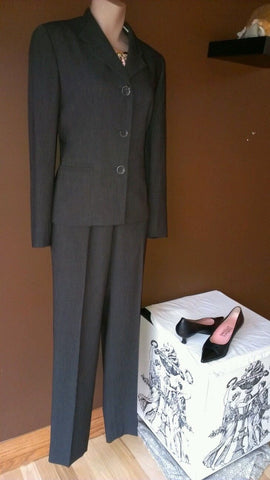Albert Nipon designer dark gray pants suit size 4 petite, great for career wear
