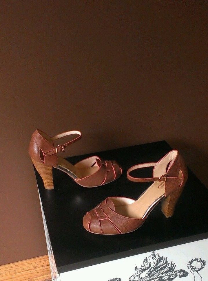 Seychelle brown Fall shoes Sz 9.5M