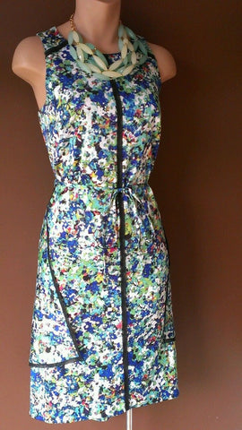 Ann Taylor beautiful floral dress  great for the Season, Sz 6 petite