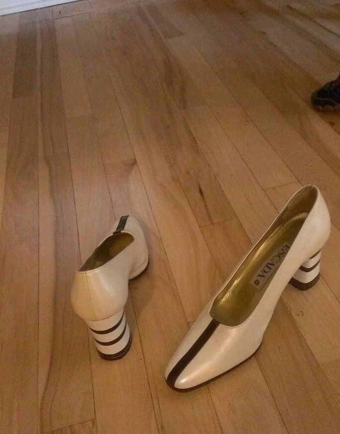 Escada career pumps Sz 7.5B, excellent condition