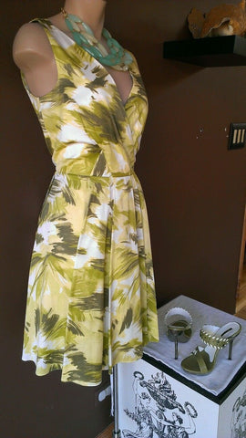 Ann Taylor fabulous Spring dress with shades of green,  Sz 2