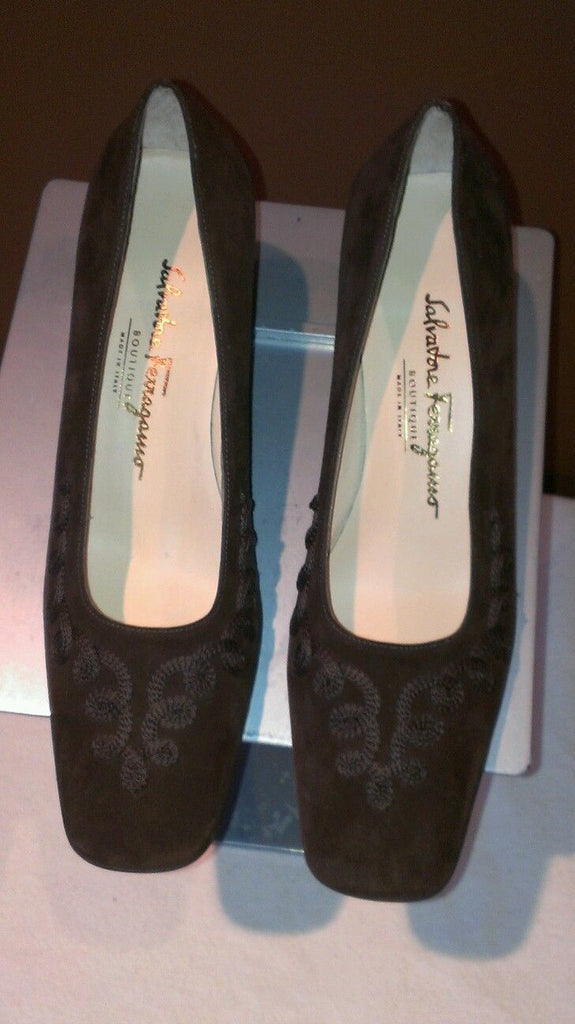 Salvatore Ferragamo Boutique brown suede pumps, made in Italy, size 8.5 B