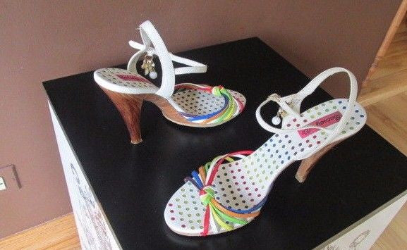 Betseyville multi-color sandals, Sz 9.5 M, great for the Season