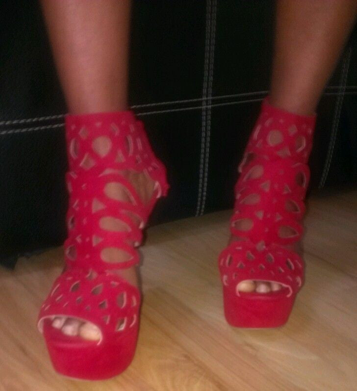 Scene red trendy wedge shos Sz7.5M, excellent condition
