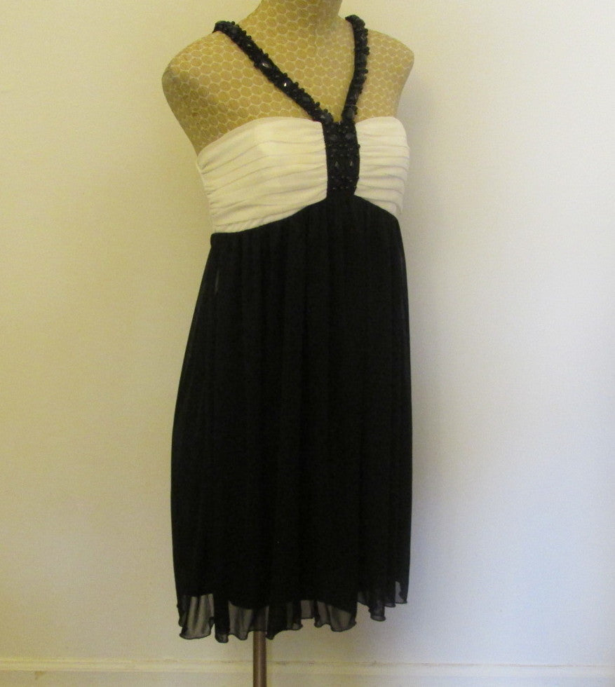 City Triangles empire waist black and white dress Sz medium, excellent condition