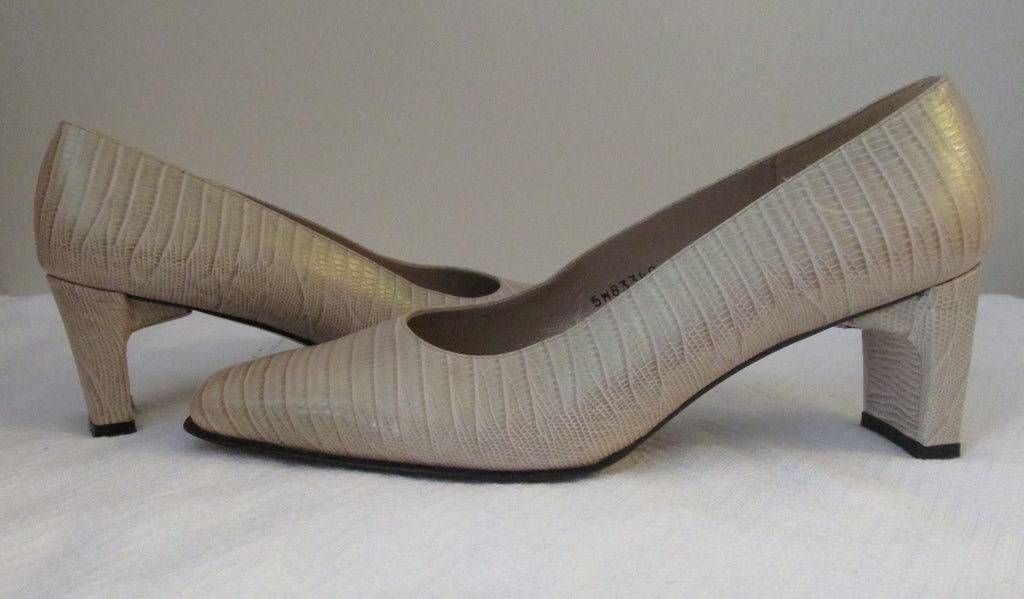 Stuart Weitzman nude pumps Sz 8.5 B, excellent condition. Great for career wear!