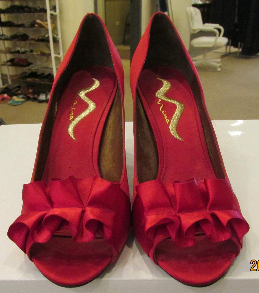 New Nina red pumps size 8 M. Great for formal events.