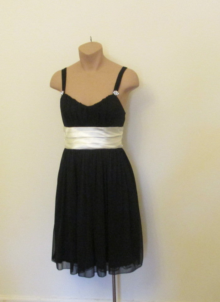 Trixxi black dress with a ivory sash on the back Sz small(3/5), NEW