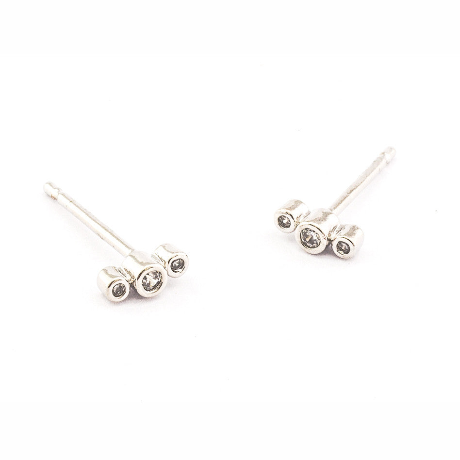 THREE CZ POST EARRING