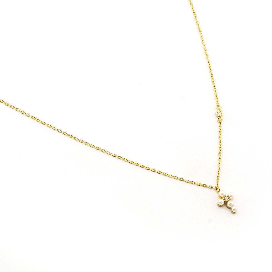 SIMPLE CHAIN NECKLACE WITH MINI GOLD PEARL CROSS