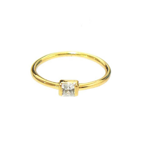 SIMPLE GOLD RING WITH CLEAR STONE