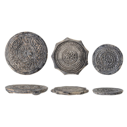 CREATIVE CO-OP CCOP DF3700 Round Found Carved Stone Biscuit Mould, Black with Whitewashed Finish (Each Varies)