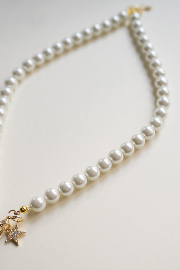 Nude Bee Pearl Necklace