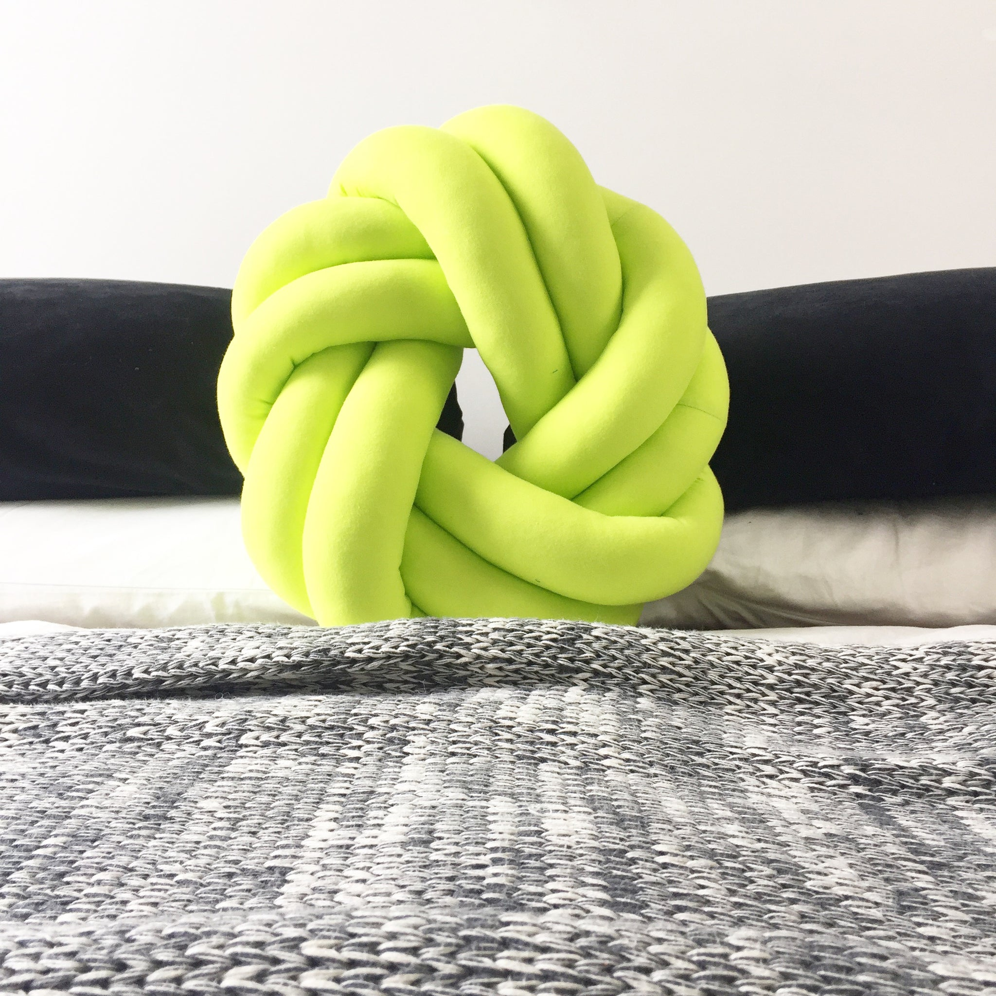 Green apple circle knot