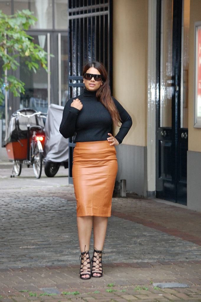 Pencil skirt street style fashion. Shop  this cool street style pencil skirt here at Fashionjunks. Bodycon and pencil skirts for true fashionista's!
