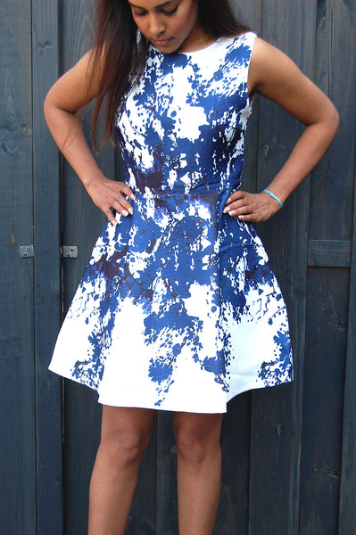 Flower dress blue. Make a statement in this blue flower dress for spring. Looking for floral dresses? Shop the latest on trend dresses at Fashionjunks.
