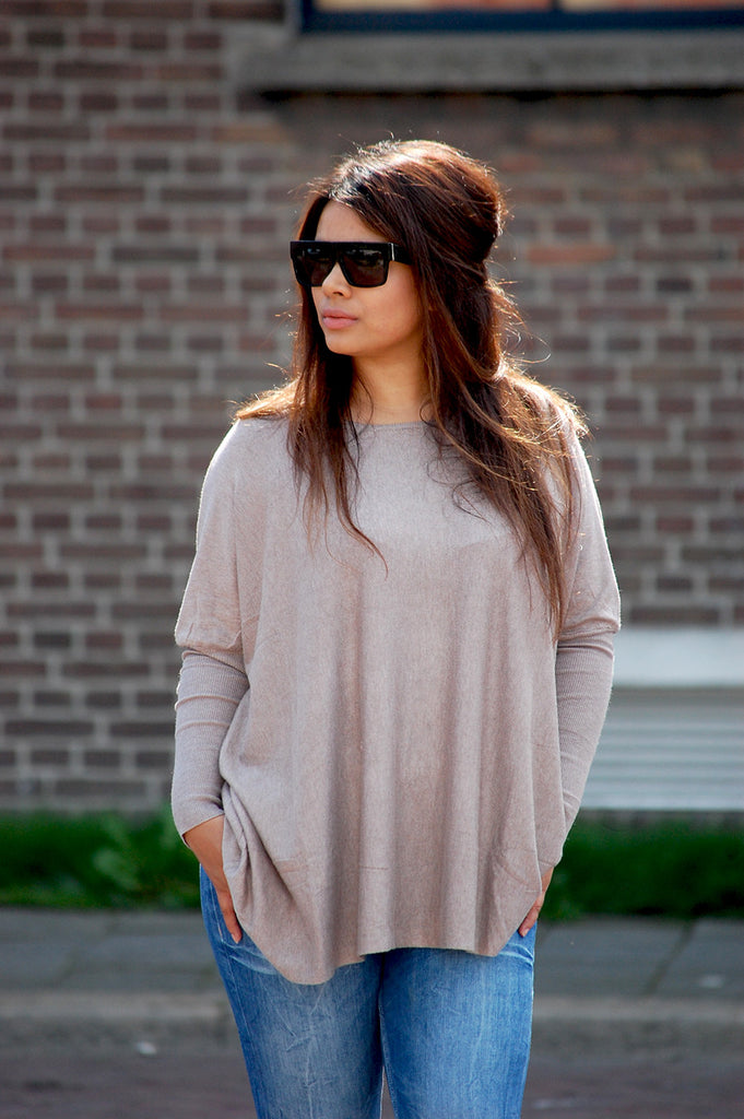 The oversized sweater: A season's must-have. Channel major style edit vibes in this chic comfi oversized sweater. Shop this fashion must have here!