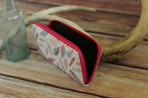 Soft Shell Feather Print Wallet