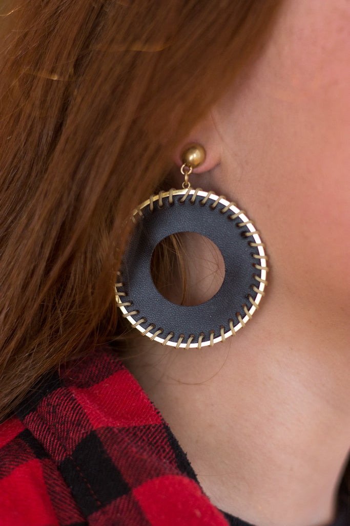 The Circle of Leather Earrings - Black