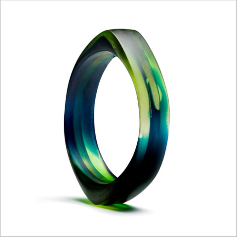 Learn how to make this Resin Bangle by Velina Glass at the Tampa Museum of Art.