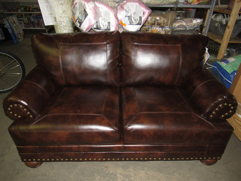 Ashley Furniture Signature Design - Chaling Loveseat with 4 Accent Pillows - Antique Brown