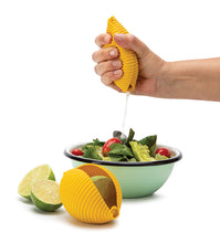 Load image into Gallery viewer, CONCHIGLIE Lemon squeezer