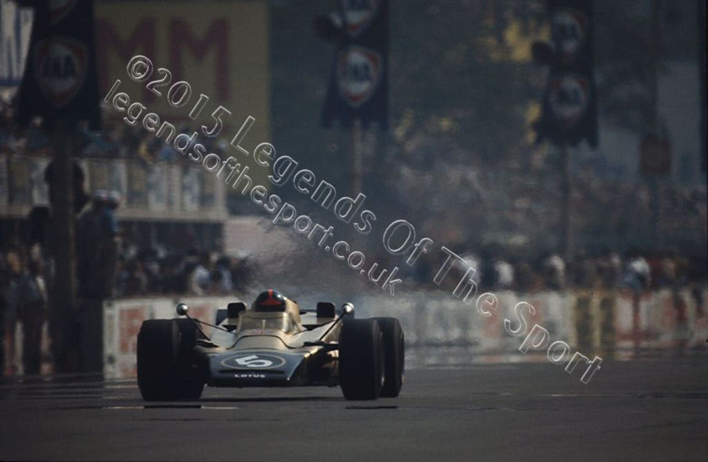 Formula 1 Print 1971 - Emerson Fittipaldi racing his Lotus-Pratt & Whitney 56B at the1971 Italian Grand Prix at Monza - Legends Of The Sport