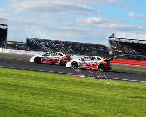 WTC 2015 BTCC Silverstone 26 27 September 2015 Gordon Shedden Honda Civic Type-R   Matt Neal Honda Civic Type-R CM11 0242 - Legends Of The Sport