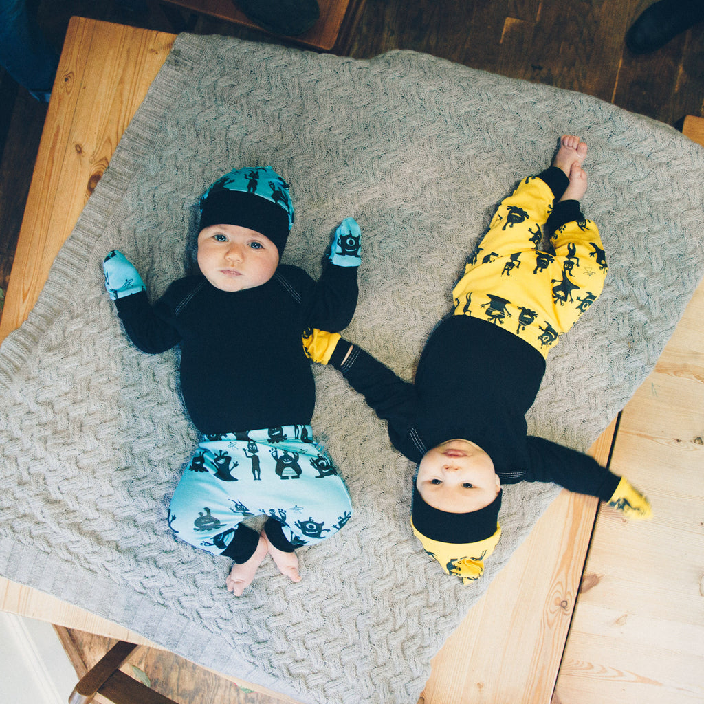 Aliens monsters newborn gift set - leggings, knotted hat and mits (0-3 months)